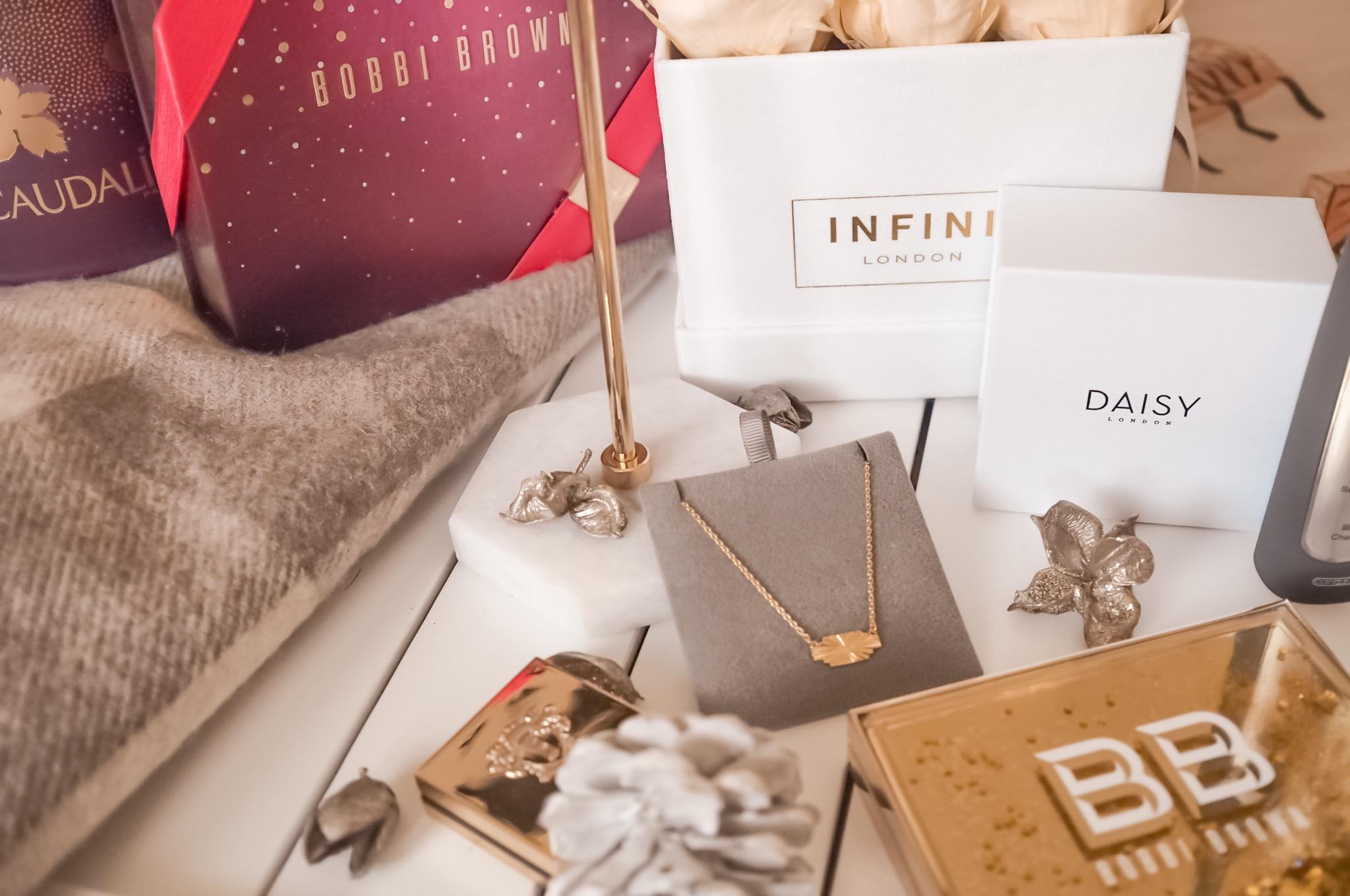 Christmas gift guide 2018   ultimate christmas gift guide 2018   christmas gift ideas for him   christmas gift ideas for her